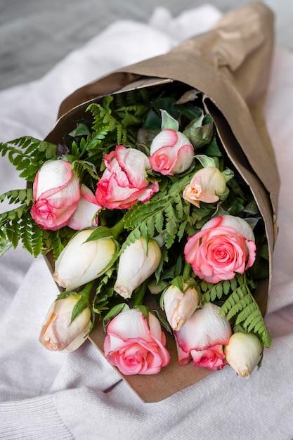 Gros Plan Beau Bouquet De Roses Photo gratuit