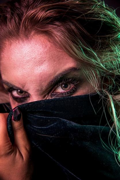 Gros plan de beaux yeux de maquillage Photo gratuit