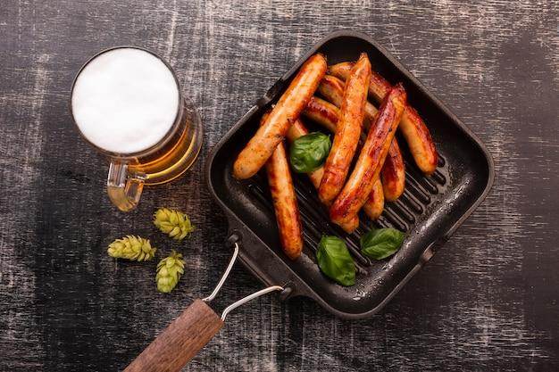 Gros Plan, Bière, à, Saucisses Photo Premium