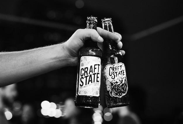 Gros plan des bières artisanales en bouteille Photo gratuit