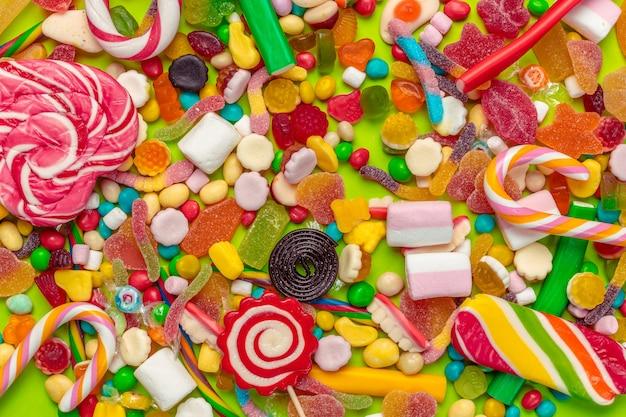 Gros plan de bonbons mélangés Photo Premium
