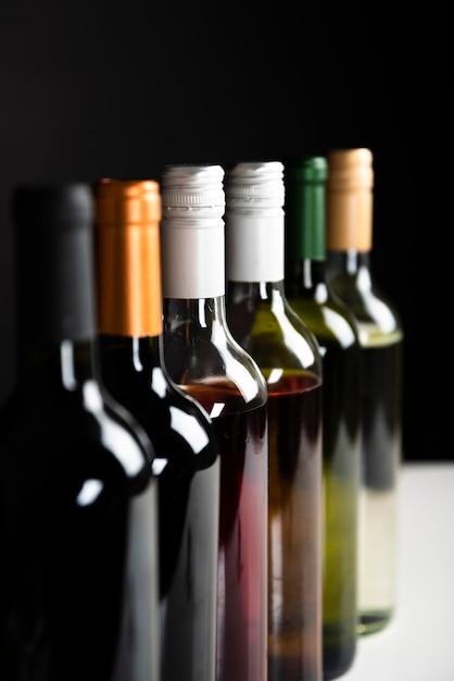 Gros plan, bouteilles, vin, rang Photo gratuit