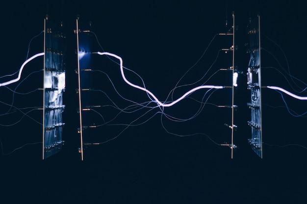 Gros Plan De Chipsets électriques Transmettant De L'énergie Les Uns Aux Autres Photo gratuit