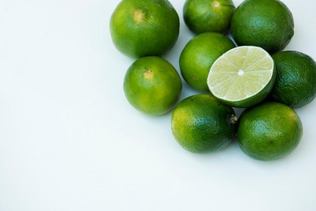 Gros plan de citron vert frais Photo gratuit
