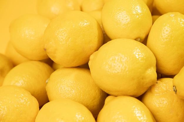 Gros plan de citrons crus Photo gratuit