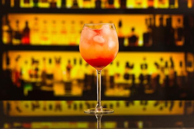 Gros plan, de, cocktail frais, sur, comptoir bar Photo gratuit