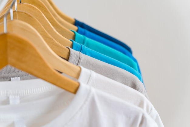 Gros Plan, De, Coloré, T-shirts, Sur, Cintres, Habillement Photo Premium