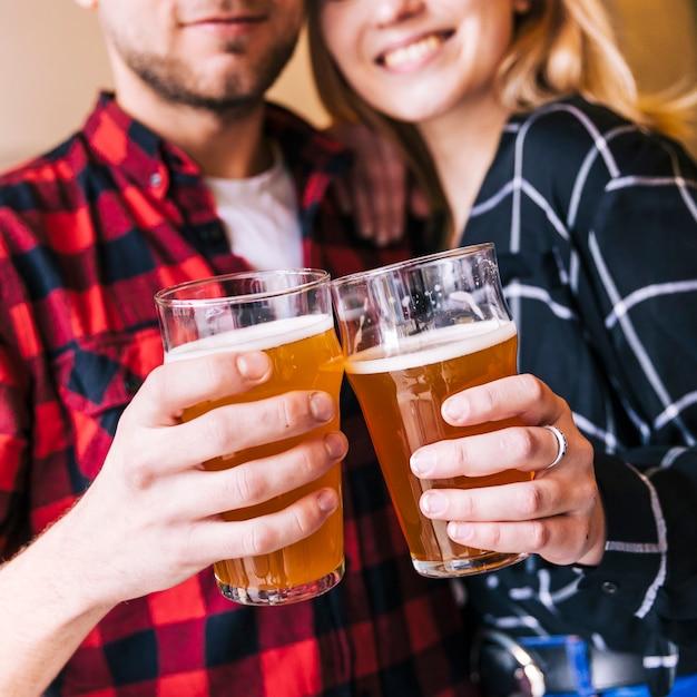 Gros Plan, Couple, Clique, Bière Photo gratuit