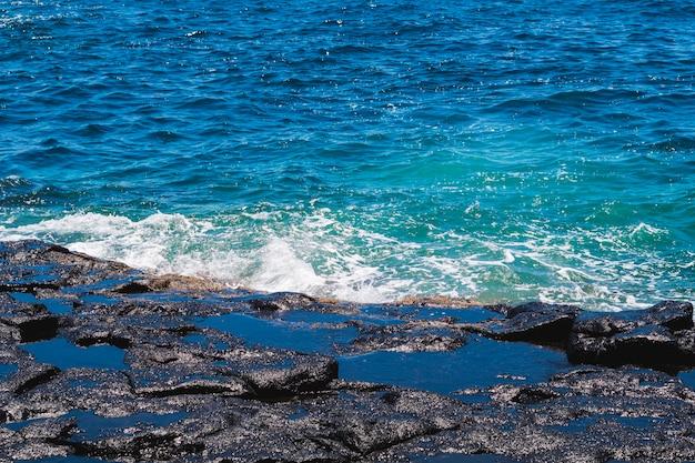 Gros plan, cristallin, eau ondulée, plage Photo gratuit