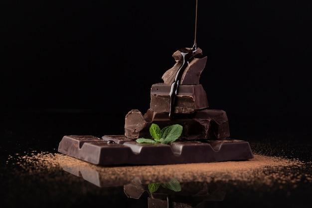 Gros plan de délicieux chocolat noir Photo gratuit