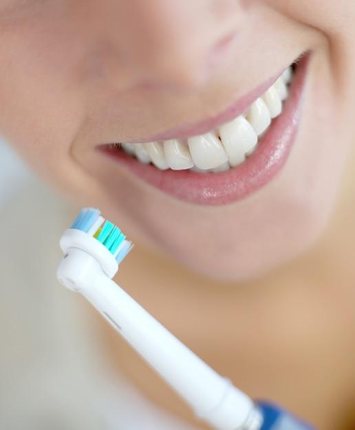 Gros plan sur les dents de la femme Photo Premium