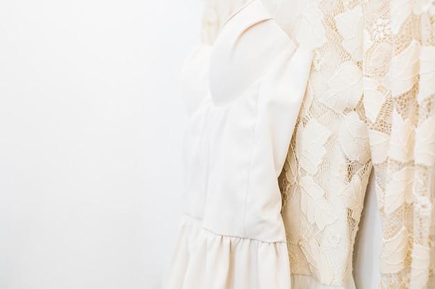 Gros plan, de, designer, vêtements, magasin Photo gratuit