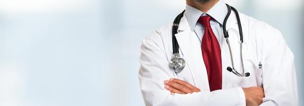 Gros plan, docteur, devant, fond clair Photo Premium