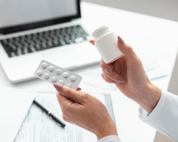 Gros Plan, Docteur, Tenue, Médecine Photo Premium