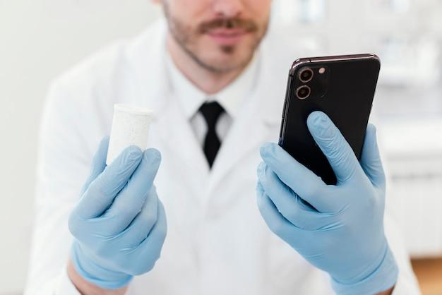 Gros Plan, Docteur, Tenue, Smartphone Photo gratuit
