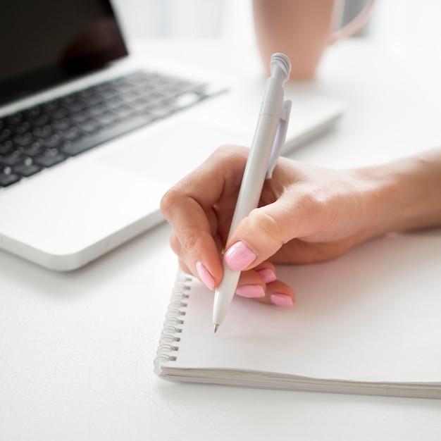 Gros Plan, Droitier, écriture Photo Premium