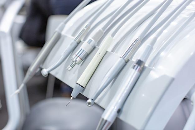 Gros Plan Des Exercices Dentaires Dans Le Bureau Du Dentiste Photo Premium