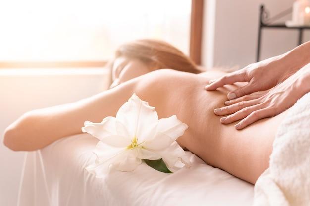 Gros Plan, Femme, Obtenir, Massage Photo Premium