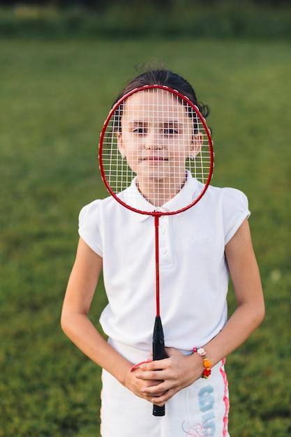 Gros plan, fille, tenue, badminton, visage Photo gratuit