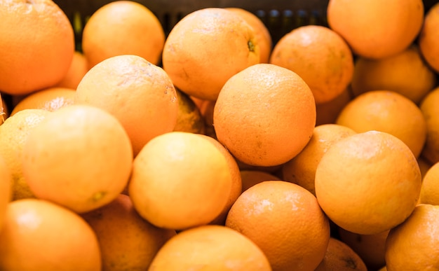 Gros plan de fruits kumquats en vente au marché aux fruits Photo gratuit