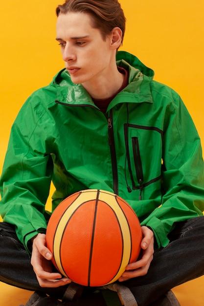 Gros Plan, Garçon, Tenue, Basket-ball, Balle Photo gratuit