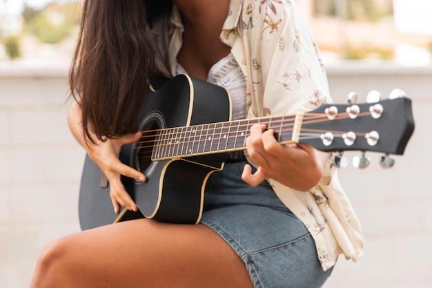 Gros Plan, Girl, Jouer Guitare Photo gratuit