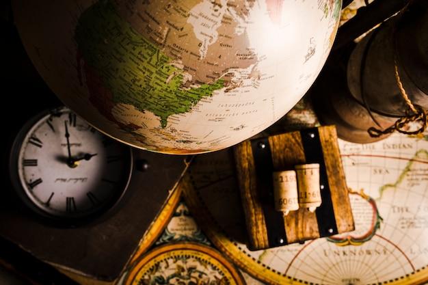Gros plan, de, globe, horloge, et, carte historique Photo gratuit