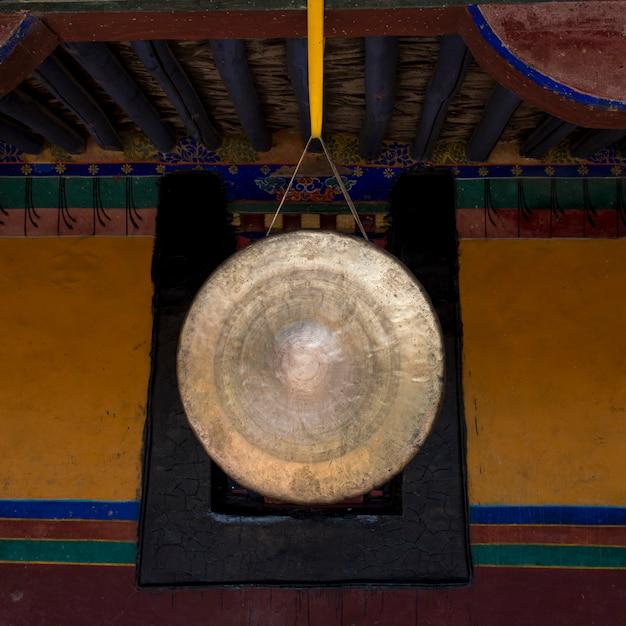 Gros plan, gong, temple jokhang, lhasa, tibet, porcelaine Photo Premium