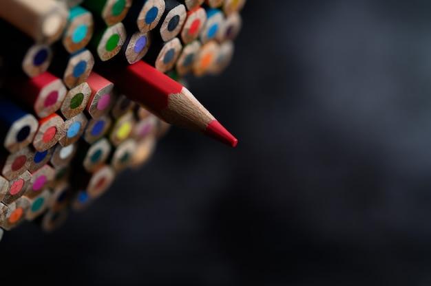 Gros Plan Avec Un Groupe De Crayons De Couleur, Af Sélectionné, Rouge Photo gratuit