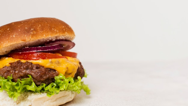 Gros plan, hamburger, blanc, fond Photo gratuit