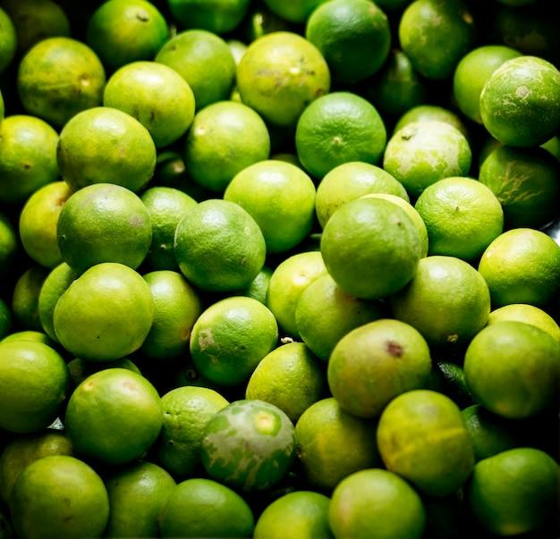 Gros Plan Des Ingrédients De Cuisson Des Citrons Verts Photo gratuit