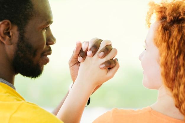 Gros Plan, Interracial, Couple, Tenant Mains Photo gratuit