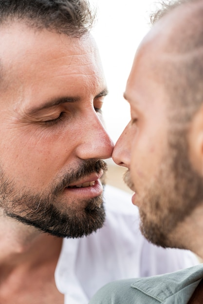 Gros Plan Joli Couple étant Romantique Photo gratuit