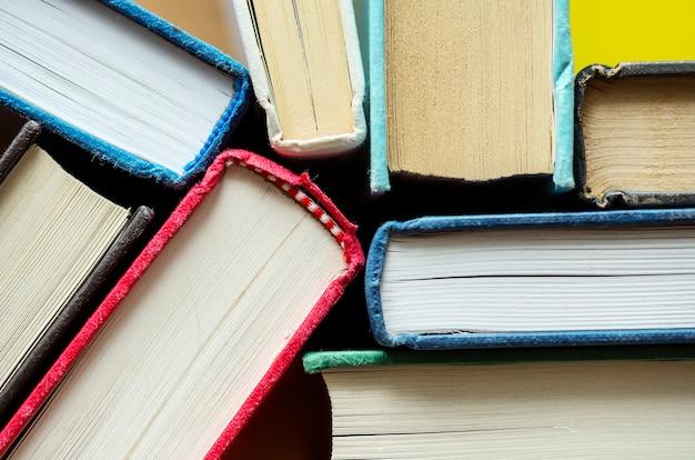 Gros plan de livres anciens concept éducatif, académique et littéraire Photo gratuit