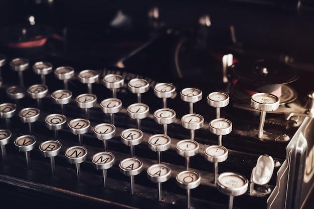 Gros Plan Machine à écrire Vintage. Effet De Couleur De Couleur Vintage Photo Premium