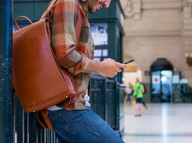 Gros plan, mâle, utilisation, mobile Photo gratuit