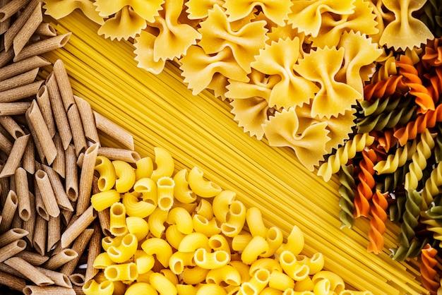Gros plan de mélange de pâtes Photo gratuit