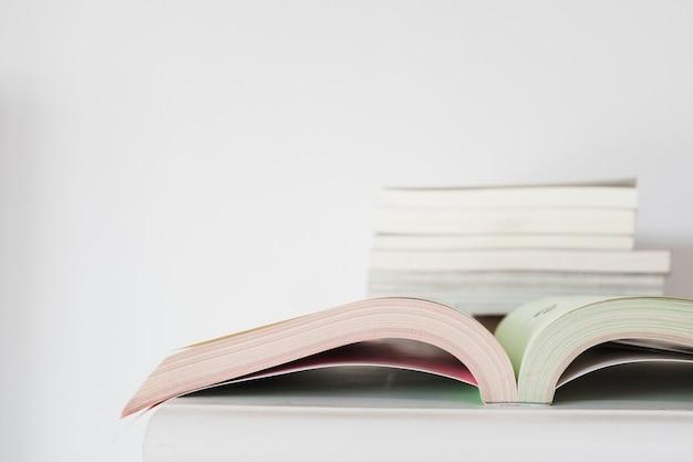 Gros plan, ouvert, cahier, bureau Photo gratuit