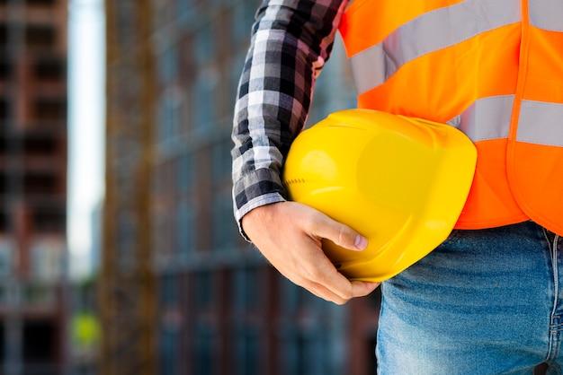 Gros plan, ouvrier construction, tenue, casque Photo gratuit