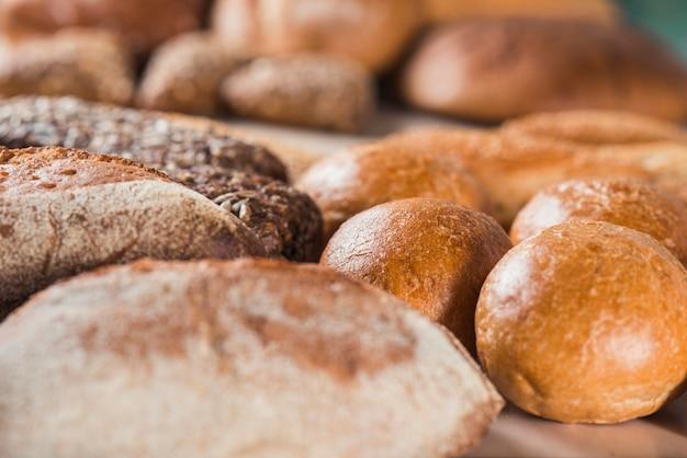 Gros plan, de, pains fraîchement cuits Photo gratuit
