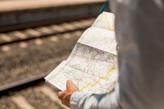 Gros plan, personne, tenue, carte Photo gratuit