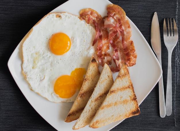 Gros plan, petit déjeuner américain, sur, table Photo gratuit