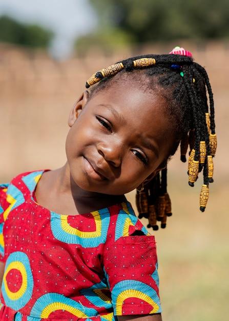 Gros Plan, Petite Fille, Portrait, Dehors Photo gratuit