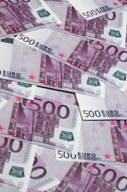 Gros plan photo d'arrière-plan montant de cinq cents billets en monnaie de l'union européenne Photo Premium