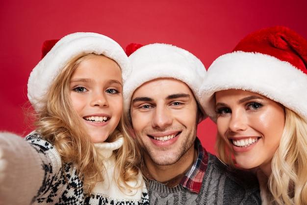 Gros Plan Le Portrait D'une Famille Joyeuse Heureuse Photo gratuit