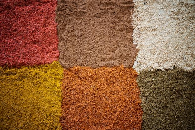 Gros plan de poudre d'épices mélangée Photo gratuit
