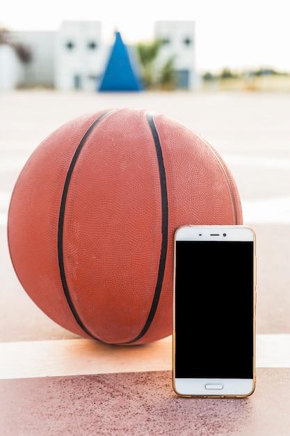 Gros plan, smartphone, basket Photo gratuit