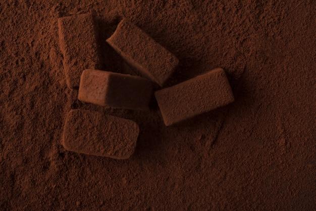 Gros Plan, Sombre, Savoureux, Chocolat, Bonbons, Couvert, Chocolat, Poudre Photo gratuit