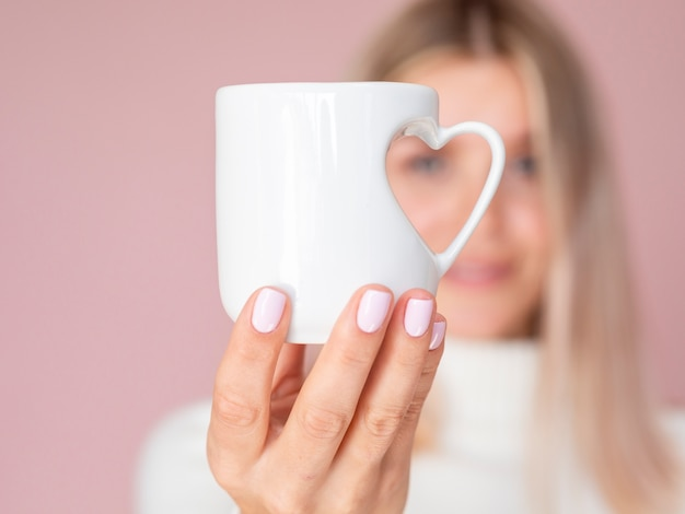 Gros Plan D'une Tasse De Coeur Adorable Photo gratuit