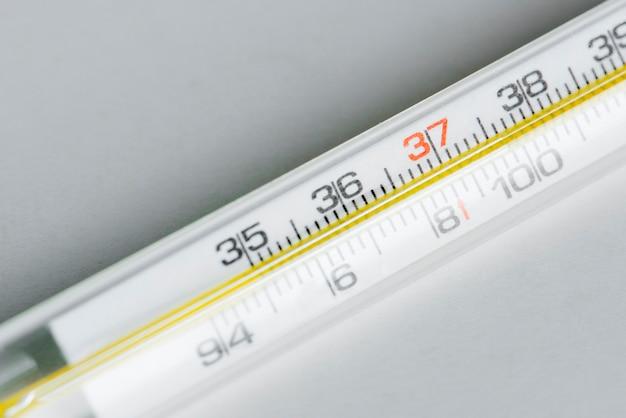 Gros plan de thermomètre Photo gratuit